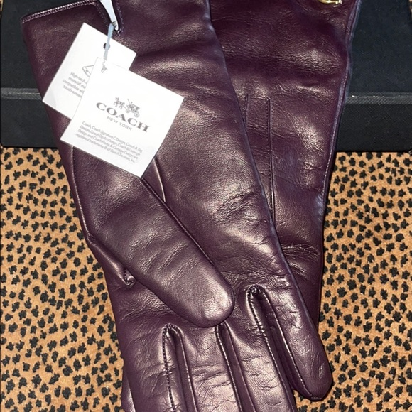 New never worn Coach leather gloves color plum